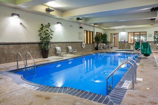 Holiday Inn & Suites Airport: Pool