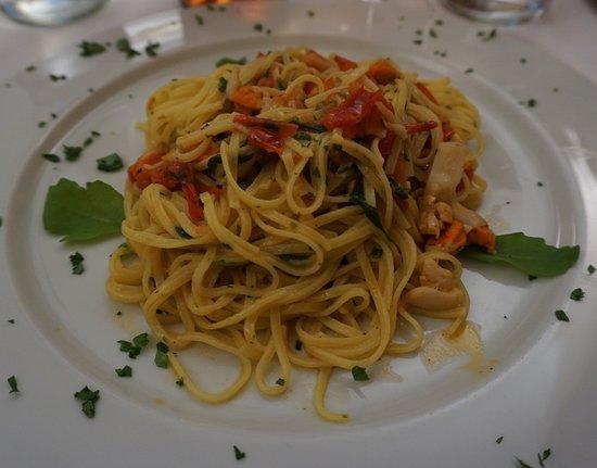 Cortemaggiore, Italy: Tagliolini con cappesante e rucola
