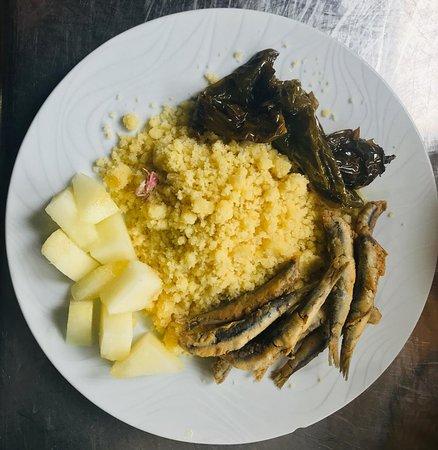 El Rey Del Boqueron: Día de lluvia acompañado de unas buenas migas recién hechas con boquerones frescos, unos pimientos fritos y melón.