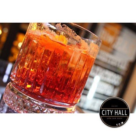 Il CITY HALL è un lougebar & bistrot che si adatta a molte occasioni della giornata. Dalle nostre selezioni alcoliche, con aperitivi e degustazioni gourmet fino ad un  ' afternoon tea '.  Sei il benvenuto a qualsiasi ora, ma ti consigliamo di prenotare in anticipo per trovare maggior comfort.  ::::::::::::::::::: ☎️ 329.25.49.311 📍 P.zza Sant'Alfonso 4 / Pagani ::::::::::::::::::: __seguici su: • FACEBOOK • ISTAGRAM • TRIPADVISOR Tag 📸 #cityhallpagani & ________@cityhall.pagani    ▪️🔸