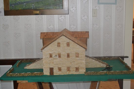Newtonia, MO: model of the barn which Howell's battery used the ramp to place one of their artillery guns in the second floor window.