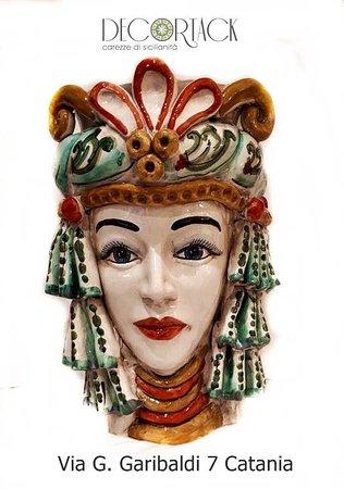 Testa di moro femminile in ceramica di Caltagirone