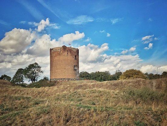Angermunde, Jerman: Überreste der Burg Stolpe im gleichnamigen Ort am Oder-Neiße-Radweg. Credits: 1 THING TO DO Reiseblog