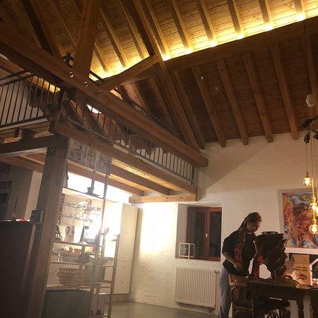 Lorentzweiler, Luxemburgo: Yemekler lezzetli ve sunumları guzeldi.. fakat calısanların biraz secici servis yaptıgını dusunuyorum. Pek hoşuma gitmeyen tavırlar vardı..