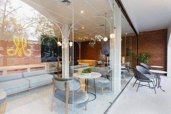 Mila Thapae Hotel: Lobby area & Cafe