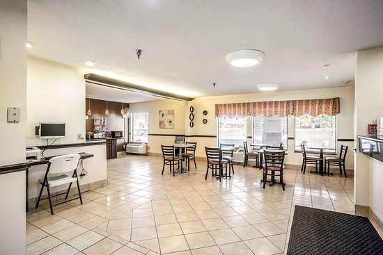 Americas Best Value Inn- Galesburg: IL Lobby