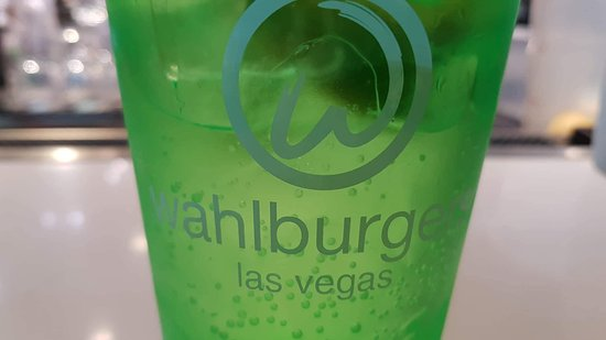 Wahlburgers: Got to keep the cup! Great dining- easy, quickly prepared tasty food. 