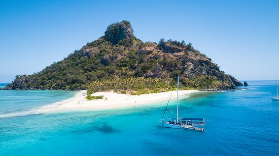 Board our Seaspray Day Adventure for a day exploring the crystal clear waters, beautiful beaches and lagoons of the Mamanuca Islands.