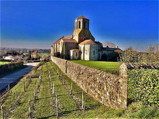 Eglise Saint-Pierre de Parthenay-le-Vieux