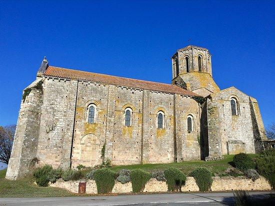 Église Saint-Pierre de Parthenay-le-Vieux