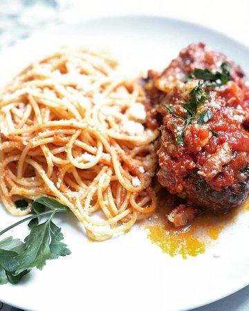Mittagskarte: #spaghetti con #polpette   Köstliche #hackfleischbällchen .