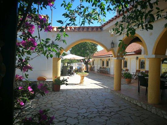 Aigues, Испания: Patio Finca Bilou