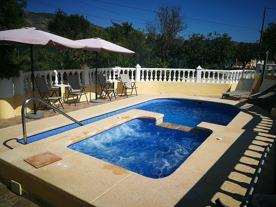 Aigues, Испания: Swimmingpool & Jacuzzi, Piscina & Jacuzzi, Zwembad & Jacuzzi