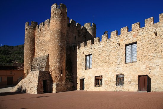 Carcelén, España: Castle keep and library next door