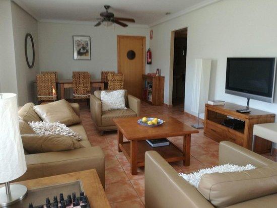 Aigues, Испания: Living room, Salon de estar, huiskamer