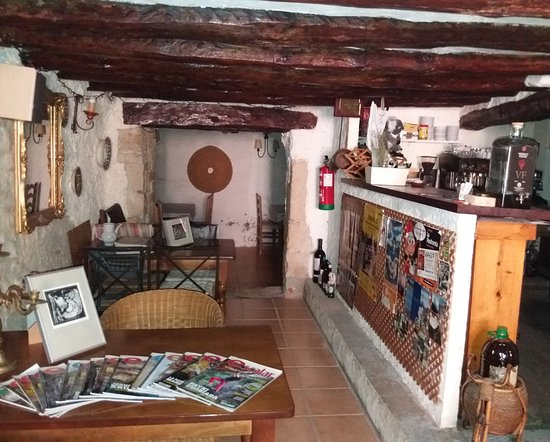 Margalef, Spain: Zona de cafetería, donde tomar un entrante y relax.