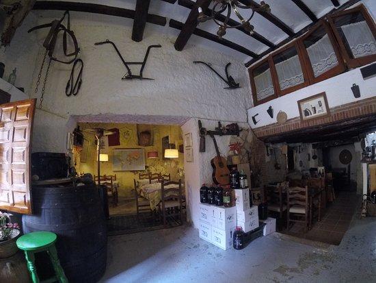 Margalef, Spain: Recepción y comedor de Ca Calbet.