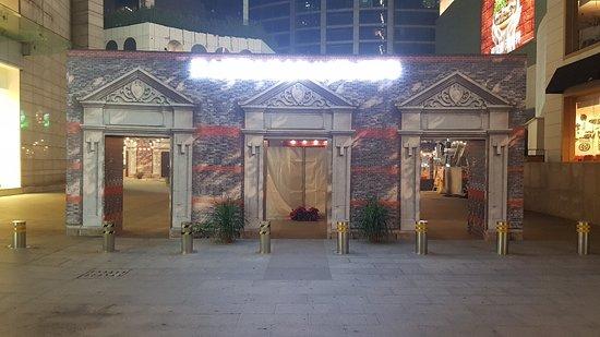 Xin ShangHai ShangYe ChengXi BuXingJie