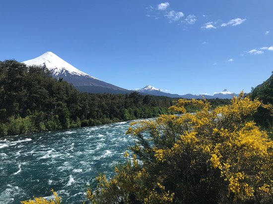 Alsur Expediciones: Osorno Vocano and the Petrohue River