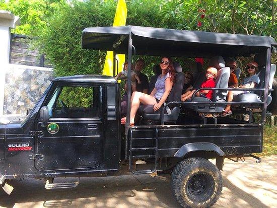 Национальный парк Уда-Валаве, Шри-Ланка: Nice Familly with Roam Wings Safari