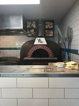 Yolo Gastro Bar & Grill: woodfire oven