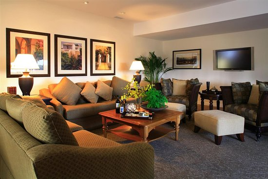 master suite living room picture of west beach inn a coast hotel rh tripadvisor com