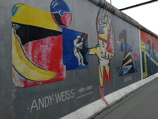 Le mur sous toutes ces couleurs
