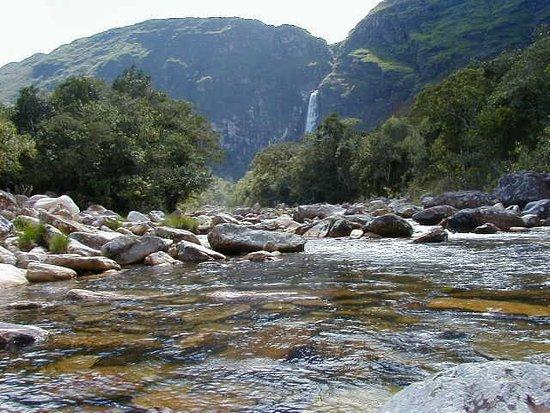 Piumhi: Leito do Rio São Francisco, CascaD'Anta ao fundo...