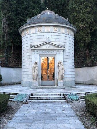 Tomba di Alessandro Volta