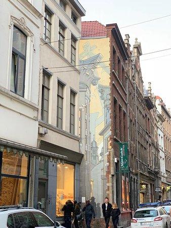 Le Passage Mural