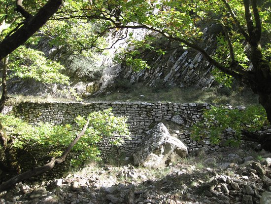 Naupactus, Greece: το μονοπάτι στο φαράγγι