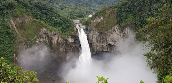 El Chaco, Ecuador: waterfall
