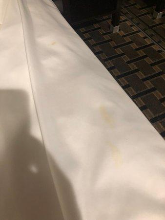 Gardena Terrace Inn: Dirty Sheets