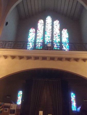 Coro y vidriera de la entrada