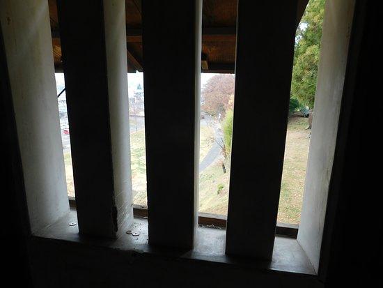武者窓から見える秋の上田城