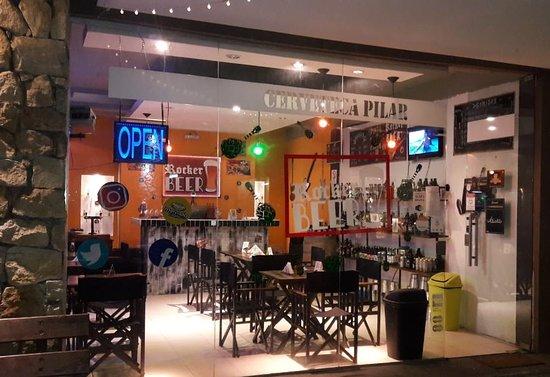 Rocker Beer; Bar tematico rockero y cerveceria, comidas (finger-food, music & beer) 5 canillas con cervezas de seleccion, buen ambiente y la mejor comida