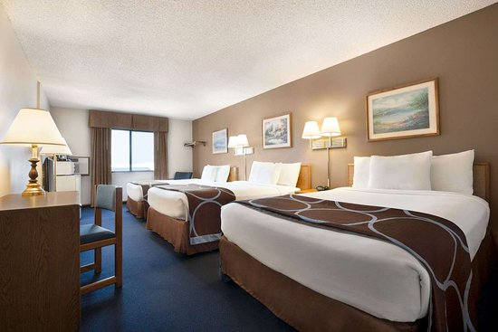 Super 8 by Wyndham Lincoln North: Guest room