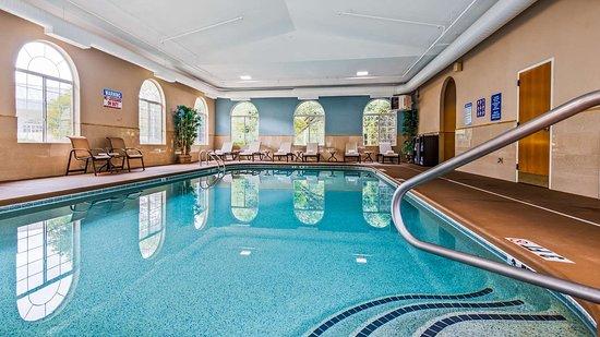 Best Western Plus River Escape Inn & Suites Sylva Cherokee Area: Indoor Pool