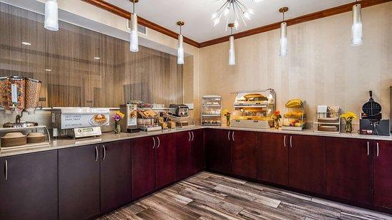 Best Western Plus River Escape Inn & Suites Sylva Cherokee Area: Breakfast Area