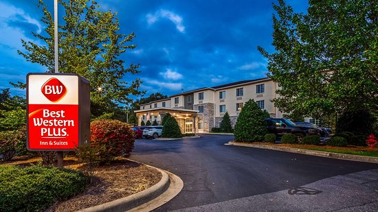 Best Western Plus River Escape Inn & Suites Sylva Cherokee Area: Exterior at Night