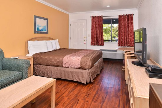 Clearlake, Καλιφόρνια: One King Bed Mini-Suite
