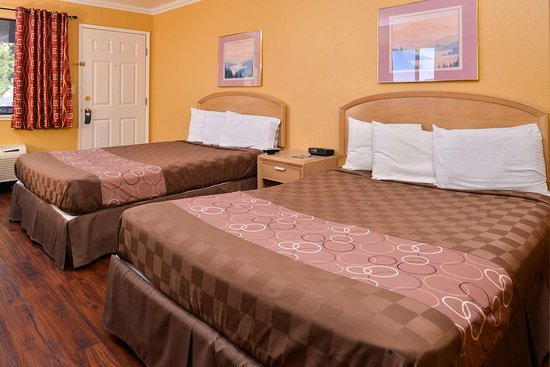 Clearlake, Καλιφόρνια: Two Queen Bed Guest Room