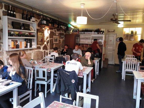 Vista da área interna do restaurante.