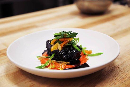 Santuari Restaurant: BRAISED SHORTRIB ras el hanout, carrot purée, dried apricot, snap peas, almonds, parsley, chili thread