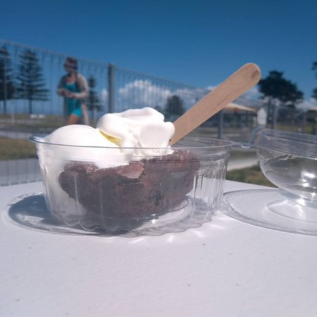Chocolate Brownies and Ice Cream are the perfect treat on hot days