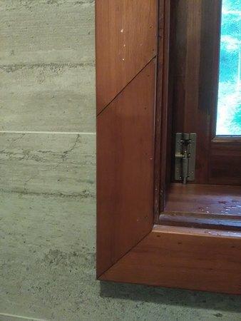 Casa Marina Resort: Not the carpenter's best work