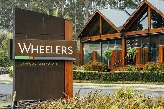 Merimbula, Australia: Welcome to Wheeler's. Oyster Farm, Oyster Bar, Take Away Shop and Seafood Restaurant.