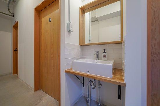 1F奥共用トイレ