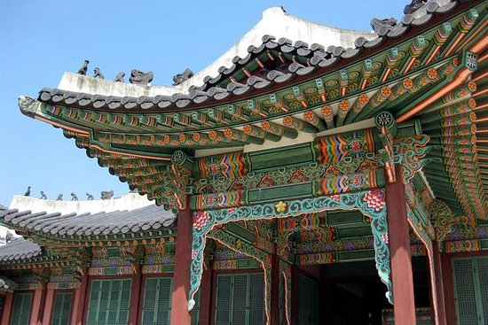Korean Palace and Market Tour in...