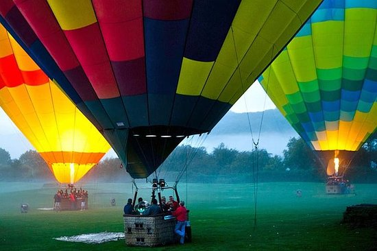 Napa Valley Hot Air Balloon Ride med...